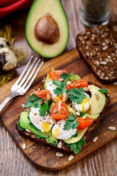 The best dishes for losing weight: these recipes are quick to make and taste great! - Perfect for breakfast: avocado bread with egg Informations About Die besten Gerichte zum Abnehmen: D - Diet Recipes, Healthy Recipes, Quick Recipes, Avocado Recipes, Simple Recipes, Snacks Recipes, Sandwich Recipes, Avocado Dessert, Menu Dieta