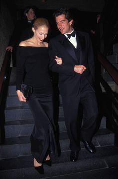 Today's style icon is the late great beauty Carolyn Bessette Kennedy!