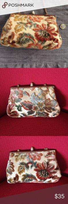 Vintage Tapestry Bag In Excellent Vintage condition Vintage Bags