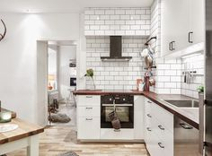 Very interesting features here in the kitchen. The white wall tiling seems to be fighting with the bench top as the main feature, but it does feel homely