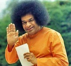 Legendary Indian guru Sathya Sai Baba, was one of the world's most revered spiritual figures, who according to some reports had up to 50 million devotees. Sathya Sai Baba, Spiritual Figures, Sai Baba Wallpapers, Sai Baba Photos, Baba Image, Om Sai Ram, Being In The World, Osho, Love And Light