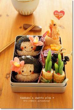 Kawaii Japanese Little Girl Onigiri Rice Balls Bento Lunch (Tsubaki Flower Made by Tsukemono Pickles)|キャラ弁