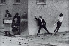 Mundo-Europa-terrorismo-Irlanda del Bogside, Londonderry, Northern Ireland printed 2013 by Don McCullin born 1935 War Photography, Documentary Photography, Street Photography, Vintage Photography, Banksy Mural, Northern Ireland Troubles, Tate Britain, British Soldier, British Army