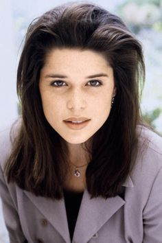 I love Neve Campbell's hair in the beginning seasons of Party of Five! I want that volume at the front!!!