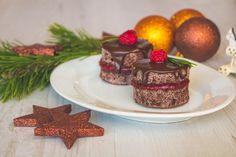 Málnás csokis minitorta Mini Cakes, Advent, Raspberry, Food Photography, Cheesecake, Yummy Food, Dishes, Cookies, Vocabulary