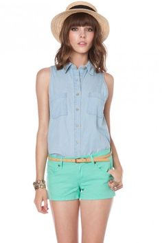 These shorts are freaking cute!! I just wish that they were a bit longer ._.