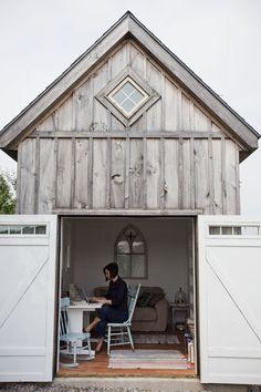 Rustic backyard farmhouse style she shed writer's retreat of Ann Voskamp. Come explore She Shed Chic, Potting Shed Backyard Inspiration. Backyard Office, Backyard Studio, Outdoor Office, Garden Office, Indoor Outdoor, Backyard Cottage, Rustic Backyard, Mini Loft, Home Design
