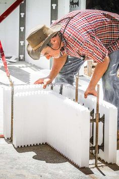 Aligning the corner to chalk lines Home Insulation, Types Of Insulation, Concrete Houses, Concrete Blocks, Icf Home, Diy Log Cabin, Insulated Concrete Forms, House Foundation, Building Systems
