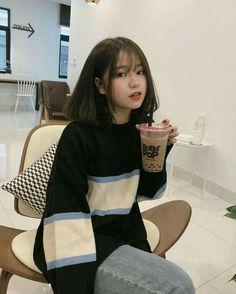 """Eh lu tuu nyebelin bgt tau gk?""-Seora ""Tpii lu suka kan?""-Jimin ""Hil… #ceritapendek # Cerita pendek # amreading # books # wattpad Ulzzang Short Hair, Korean Short Hair, Ulzzang Korean Girl, Cute Korean Girl, Asian Girl, Ulzzang Fashion, Korean Fashion, Cute Bangs, Shot Hair Styles"