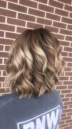 Natural blonde balayage Love everything about this cut! Cut color and style Curled Hairstyles, Pretty Hairstyles, Medium Hair Styles, Short Hair Styles, Fall Blonde Hair, Hair Color And Cut, Hair Affair, Great Hair, Hair Dos