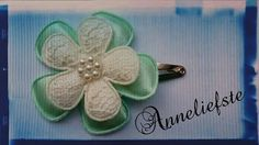 Haarclipje wit met mint groen. Gemaakt door Anneliefste.