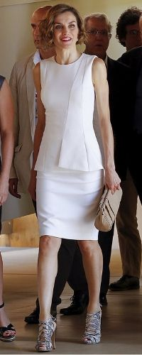 For her visit to Milan, Queen Letizia opted to recycle her natural white Hugo Boss separates, an ensemble she introduced during her tour of Honduras in May this year. She also wore it during the welcome ceremony for President of Peru and his wife on 7 July 2015.