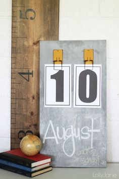 Very easy chalkboard calendar tutorial with FREE numbers to print!!