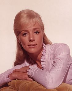 Inger Stevens, - Hang 'em High (1968) Eastwood Movies, Clint Eastwood, Classic Actresses, Female Actresses, Vintage Hollywood, Classic Hollywood, Inger Stevens, Terror Movies, Man On Fire