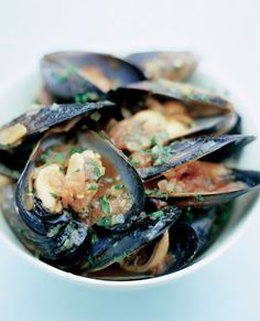 Chilli Mussels    Alternatively, make classic Moules Marinières with white wine/leftover champagne