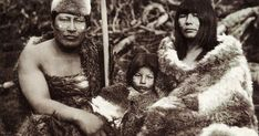 Los indígenas Selk' nam (Onas) eran un pueblo de cazadores y recolectores, gente fuerte y hermosa que habitaba la Tierra del Fuego (extr...