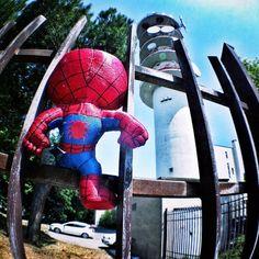 """""""E adesso spideruccio si è messo in testa di volersi arrampicare sulla torre Telecom  e ora chi lo tira giù?!  #igersitalia_swspidermantour""""  #amazingspiderman"""