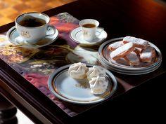 C'est l'heure du thé avec la vaisselle Héritage sur un set de table Pictural et la table basse Domaine http://www.comptoir-de-famille.com/fr/catalogsearch/result/?q=domaine