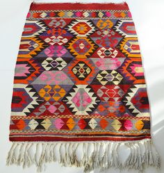 Sukan / VINTAGE Turkish Kilim Rug Carpet