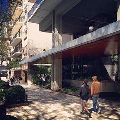 Los bajos de la Torre Libertador Plaza 1969    Mario R. Álvarez arquitecto #arquitectura #arquitectura #architecture