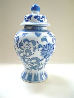 Chinoiserie Blue and White Ginger Jar Vintage