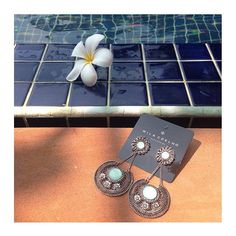 partiu ficar gata?! vai de maxi brincão. a-ma-mos 💕  www.milacoelho.com.br  #milacoelhopelomundo #Tailândia #travel #monday #fashion #fashionjewelry #trend #moda #bijoux #floripa #milacoelho #acessórios 