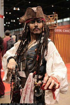 Captain Jack Sparrow cosplay might as well be Johnny Depp. Captain Jack Sparrow, Jack Sparrow Kostüm, Jack Sparrow Cosplay, Lolita Cosplay, Cosplay Anime, Epic Cosplay, Amazing Cosplay, Buy Cosplay, Male Cosplay