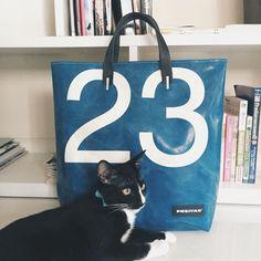 My 23 Bob :) Tote Backpack, Messenger Bag, Tote Bag, Freitag Bag, Fashion Bags, Mens Fashion, Bag Design, Nylon Bag, Man Style