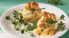 Impress your guests with this easy Shrimp and Brie Wrapped in Phyllo recipe. Phyllo Recipes, Fish Recipes, Appetizer Recipes, Snack Recipes, Cooking Recipes, Easy Healthy Recipes, Easy Meals, Tapas, Hot Appetizers