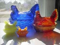 I got started about 15 years ago into collecting hen-on-nest salts, or the little ones, specifically made by Boyd Art Glass. How do you know they're...