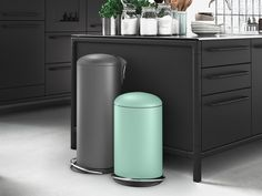 Now available in the new designs are three successful waste bin classics which complement the colour code par excellence with their clean lines. The matt finish has a refined structure, looks thoroughly classy and moreover has practical benefits as well: no more fingerprints!