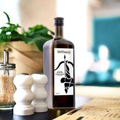 PAIVA DESIGN | Réalisation graphique pour de l'huile d'olive de qualité tunisienne. #graphistemtl #graphicdesign #paivadesign Your Message, Branding, Messages, Graphic Design, Wine, Bottle, Instagram, Projects, Olive Oil