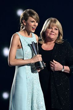 Taylor Swift and Mom at The 50th Annual ACM Awards 2015.