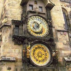 """(@1001dicasdeviagem) no Instagram: """"📍Praga - República Tcheca 🇨🇿Uma das principais atrações em Praga é o Relógico Astronômico Medieval…"""""""