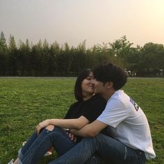 Ulzzang Korean Girl, Ulzzang Couple, Relationship Goals Pictures, Cute Relationships, Cute Couples Goals, Couple Goals, Korean Couple Photoshoot, Couple Aesthetic, Cute Couple Pictures