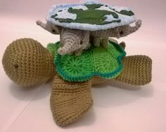 Discworld Great A'tuin - free crochet turtle and disc pattern by Ruth Jepson / Amiguruthi. The elephants pattern is linked.