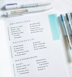I love Minimalist Bullet Journal Spreads.I consider myself a 'bullet journal minimalist' as I like to Keep things simple and functional in my BuJo. Planner Bullet Journal, How To Bullet Journal, Bullet Journal Spread, Bullet Journal Inspiration, Bullet Journals, Bullet Journal On Lined Paper, Bullet Journal Layout Daily, Bullet Journal With Lines, Bullet Journal Ideas For Students