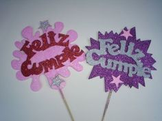 letras para carteles de cumpleaños faciles Weird Gifts, Party Table Decorations, Indie Kids, Candy Bouquet, Ideas Para Fiestas, Diy Birthday, Christmas Photos, Holidays And Events, Cake Toppers
