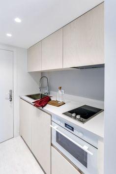 Pas de perte d'espace dans cette petite cuisine. Sans sacrifier au confort, l'électroménager se fait compact.