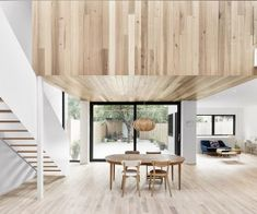 Emilie Bdard andMaria Rosa Di Ioia, founders of Canadian practice EM Aarchitecture, have recently transformed a 1900s building into a contemporary single-family house in Montral.