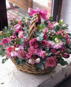 Image in Flowersh🌸🌹🌻 collection by Mahdia on We Heart It Beautiful Bouquet Of Flowers, Silk Flowers, Spring Flowers, Beautiful Flowers, Wedding Flowers, Beautiful Pictures, Flowers Garden, Yellow Flowers, Basket Flower Arrangements