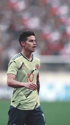 A great wallpaper with a great man James Rodriguez Wallpapers, James Rodrigues, Equipe Real Madrid, Messi And Ronaldo, Falling In Love With Him, Football Players, American, Fitness, Mens Tops