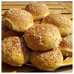 Zabpelyhes kiflik   Betty hobbi konyhája Hamburger, Paleo, Bread, Food, Beach Wrap, Meals, Breads, Bakeries, Yemek