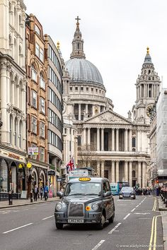 London Street, London City, Portsmouth, Best Places In London, Walks In London, London Guide, London Architecture, London Photography, Old London