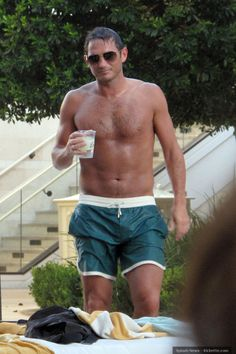 Frank Lampard shows off his tanned tummy in Vegas.