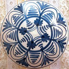 Esta cajita azul de cerámica artesana y pintada a mano, será un delicado regalo con su texto cristiano para tu abuela, madre, una amiga, catequista.