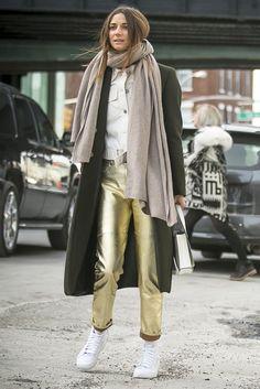 New York Fashion Week street style. [Photo by Ryan Kibler] gold metallic pants! New York Fashion Week Street Style, Street Style Women, Street Styles, Love Fashion, Fashion News, Fashion Trends, Fashion Finder, Net Fashion, Women's Fashion