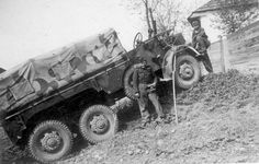 Rába Botond Memorial Day Sales, Happy Memorial Day, Jeep Willys, Military Jeep, Military Vehicles, Chuck Wagon, War Dogs, Defence Force, Armed Forces
