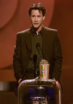 Keanu Reeves won Best Male Performance for The Matrix . | 29 Things You Probably Forgot Happened At The 2000 MTV Movie Awards