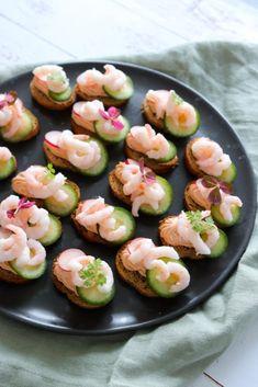 Shrimp with tempura - Clean Eating Snacks Tapas Recipes, Real Food Recipes, Snack Recipes, Healthy Recipes, Healthy Food, Bruchetta, Party Sandwiches, Appetisers, Clean Eating Snacks